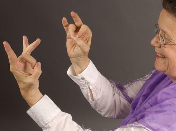 Fingeryoga - auch Mudras genannt - sind ein schneller Weg, Kraft zu schöpfen und zu entspannen